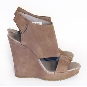 Vince Camuto Taupe Leather Wedge Shoes Size 7.5M